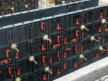 Аренда модульной пластиковой панели для стеновой опалубки от 40х60 до 120х60 см